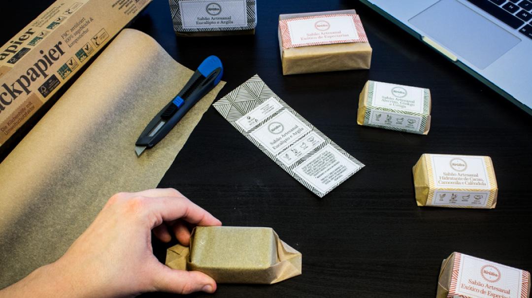 Embalamento Artesanal do Sabão Miristica